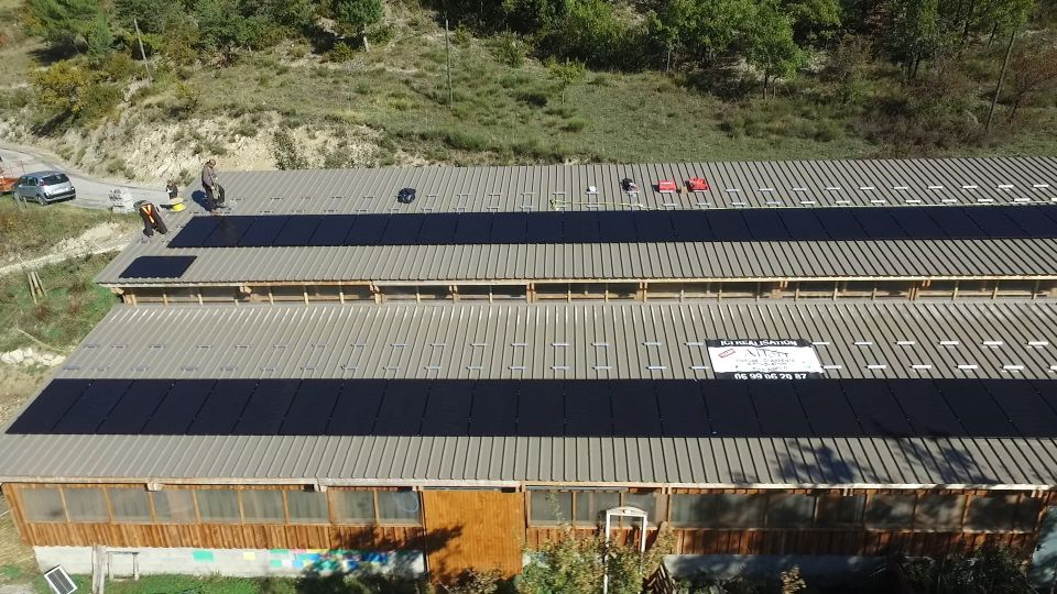 premières rangées de panneaux vues par le drone